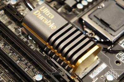 Inilah Heatsink P67A-UD7 yang menggunakan warna dasar emas