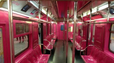 Microsoft-Surface-Pink-Subway-Ad