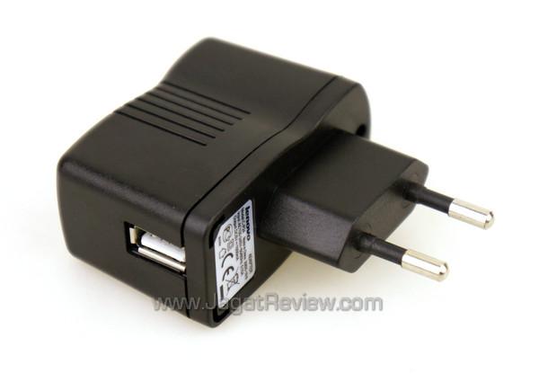 lenovo-s560-usb-charger.jpg