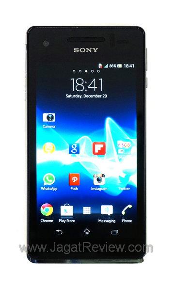 sony mobile. nah, contoh dari smartphone tersebut di atas adalah sony xperia v. kelas yang satu ini tidak mengikuti tren menggunakan prosesor empat core, mobile
