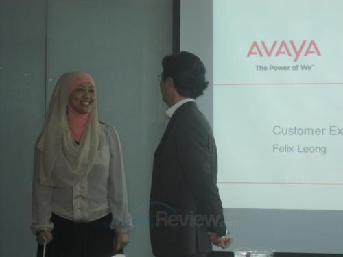 Endang Rachmawati, Country Director Avaya Indonesia, dan Felix Leong, Customer Experience Manager Avaya APAC