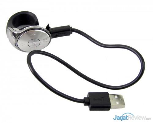 Ring Pointer dengan kabel USB terpasang.