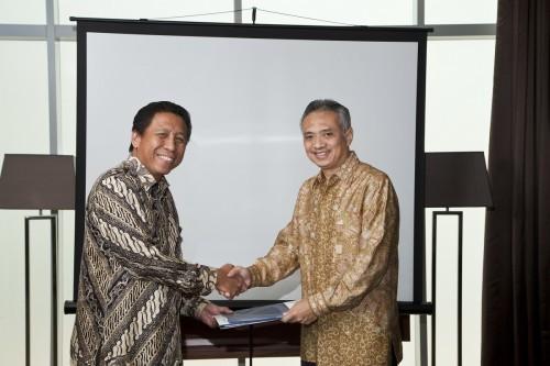 Yudi Rulanto, VAS & IT Director Aplikanusa Lintasarta (kanan) dan Harison Sitohang, Sales Director Cisco Indonesia (kiri)