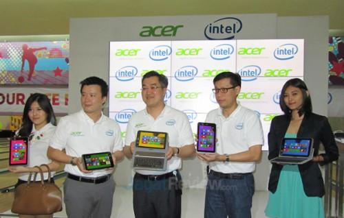 Kiri-Kanan, Yohan Wijaya, Head of MNC Intel Indonesia' Jason Lim, President Director Acer Indonesia, dan Riko Gunawan, Head of Acer PC Group.