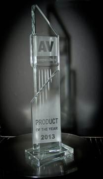 "Plakat Penghargaan ""Product of the Year"" dari AV-Comparatives. Diberikan untuk solusi andalan Kaspersky Lab, Kaspersky Internet Security."