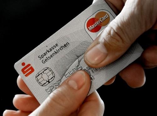 Salah satu kartu terbitan MasterCard yang sudah mengadopsi microchip.