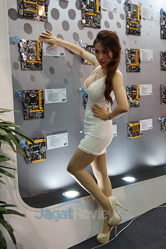 Booth Babes Computex 2014 - BIOSTAR mobo