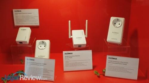 Edimax memiliki beberapa produk Powerline Adapter unik, salah satunya adalah HP-S101ES (kanan) yang bisa beroperasi sebagai switch dengan 3 port Ethernet.