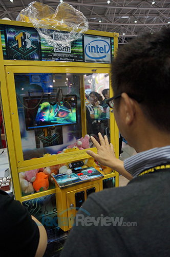 Intel Booth Raid - Doll Vending Machine
