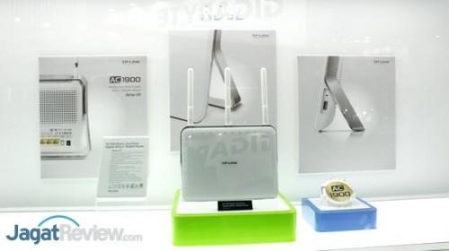 Pada dasarnya, perangkat ini memiliki kemampuan serupa dengan Archer C9, hanya saja perangkat ini mendapat tambahan kemampuan untuk beroperasi sebagai ADSL Modem.