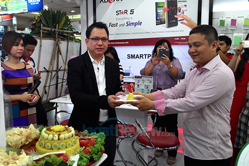 Advan Experience Store - Potong Tumpeng