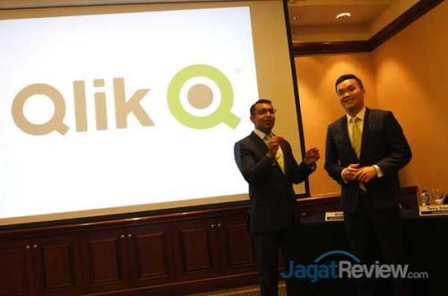 Kiri-Kanan: Terry Smagh, Vice President of Qlik, Asia; Victor Ng, Lead Solutions Architect, Qlik South East North Asia