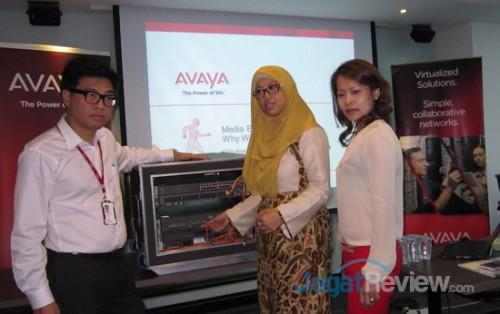 Kiri-Kanan: Samuel C.M Liu, Avaya Networking Sales Specialist ASEAN; Endang Rachmawati, Country Manager, Avaya Indonesia; Herlinda Xu, Marketing Director Asean, Avaya