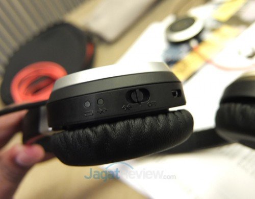 Jabra Evolve 65 dengan koneksi Bluetooth