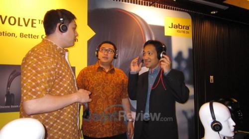 Kiri-Kanan: Ben Samman, Managing Director Jabra ASEAN' Alex Djohan, Channel Sales Manager Jabra Indonesia; Wayne Lee, Head of Product Management Jabra Asia Pacific