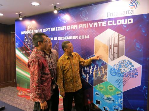 Foto kiri ke kanan: Ginandjar (Datacom & IT Service Director Aplikanusa Lintasarta ), Gidion Suranta Barus (IT Service Development General Manager Aplikanusa Lintasarta), Arya Damar (President Director Aplikanusa Lintasarta) saat peluncuran layanan Manage WAN Optimizer dan Private Cloud di Jakarta, Rabu (10/12).