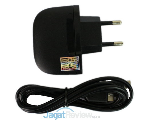 Charger dan kabel USB