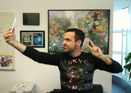 Or-copy-the-pose-of-Global-VP-Hugo-Barra