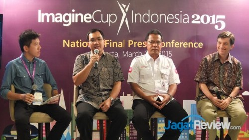 Bpk. Irving Hutagalung, Technical Evangelist Microsoft; Bpk. Mustakim Wahyudi, Assistant Vice President Activation & Communication PT Telkom Indonesia; Andrew Sisson, Mission Director USAID