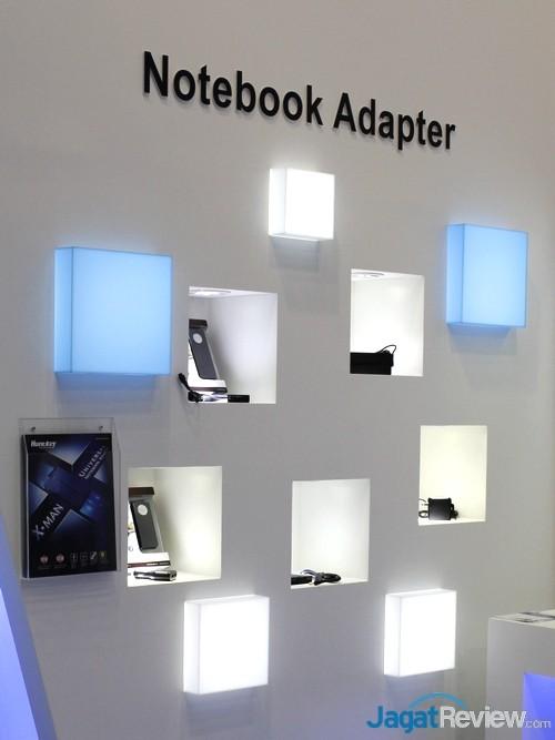 Jajaran adapter daya untuk notebook