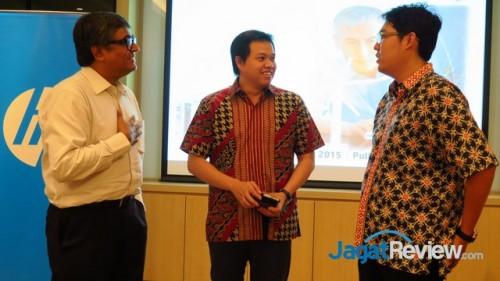 (Kiri-Kanan): Managing Director, Enterprise Group, HP Indonesia, Hemant Tiwari, bersama dengan Product Manager, HP Servers, HP Indonesia, Ray Christian dan Head of IT Infrastructure Kaskus, Glen Lumanau pada cara temu media HP Apollo Systems di Jakarta.