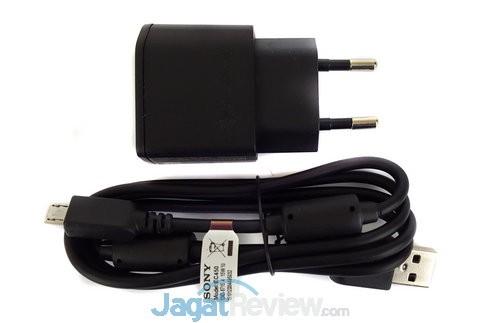 Charger dan kabel USB