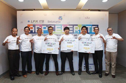 Direksi Aplikanusa Lintasarta, pengurus LPIK ITB dan para start up pemenang Lintasarta Appcelerete berfoto bersama di Jakarta, Senin (28/11)