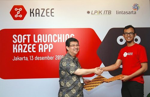 Foto: Teddy Sis Herdianto, Strategy & Business Development General Manager Lintasarta (kiri) dengan Ariya, Founder Kazee (kanan) saat penandatangan MoU antara Lintasarta dengan Kazee di Jakarta (13/12)