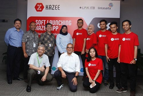 Foto: manajemen Lintasarta berfoto bersama dengan tim Kazee dan LPiK ITB saat penandatangan MoU antara Lintasarta dengan Kazee di Jakarta (13/12).