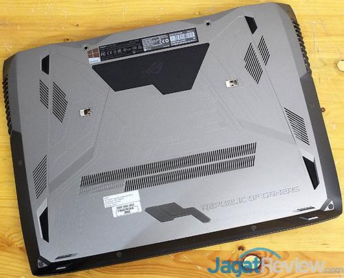 ASUS ROG GX800 Bottom Side
