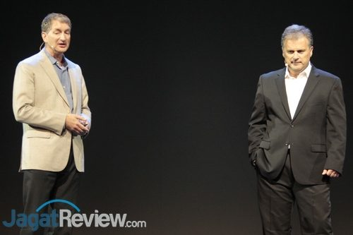 Mark Papermaster dari AMD dan perwakilan Supermicro membahas sistem 2P berbasis EPYC