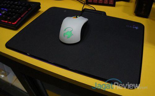 Mouse Pad Gaming Genius dengan LED RGB