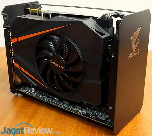Gigabyte AORUS GTX 1070 Gaming Box Internal 01