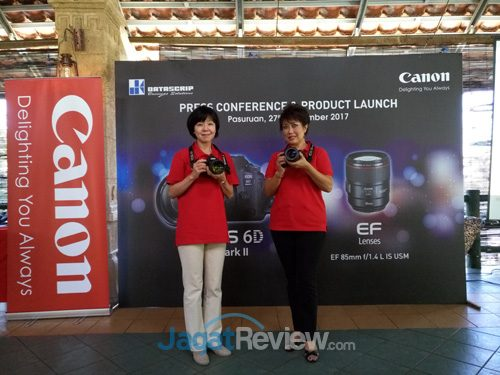 (Kiri) Noriko Gunji, President & CEO Canon Singapore dan Merry Harun, Canon Division Director PT. Datascrip.