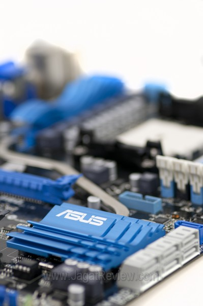 ASUS F1 A75 V Pro Board OverView4