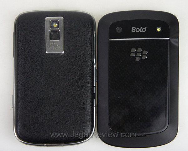Blackberry Bold 9900 Perbandingan Belakang