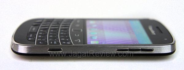 Blackberry Bold 9900 Sisi Kanan