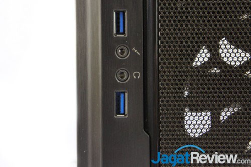 Terdapat port USB 3.0 dan Autio In/Out di sisi depan casing.