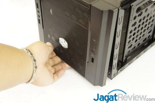 Sebelum memasukkan komponen penyusun sistem ke dalam casing, ada baiknya Anda membuka bagian depan.