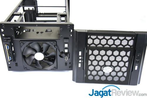 Melalui bagian depan, Anda bisa mengakses kipas pendingin di bagian depan. Bila Anda ingin menggunakan watercooling compact, Anda bisa melepas kipas tersebut dan menggantinya dengan radiator.
