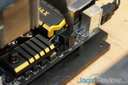 Jika anda tidak memiliki PSU dengan konektor 8+4 pin, anda bisa memasang hanya konektor 8-pin-nya saja. Hal in iterbukti cukup aman, selama anda tidak melakukan overclocking ekstrim