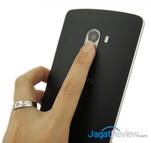 posisi Fingerprint yang berguna untuk mendeteksi sidik jari dan membuka lockscreen secara langsung