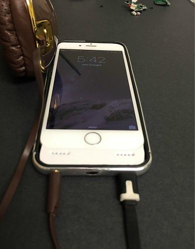 Seseorang Mencoba Bikin Casing iPhone 7 dengan Audio Jack 3.5mm