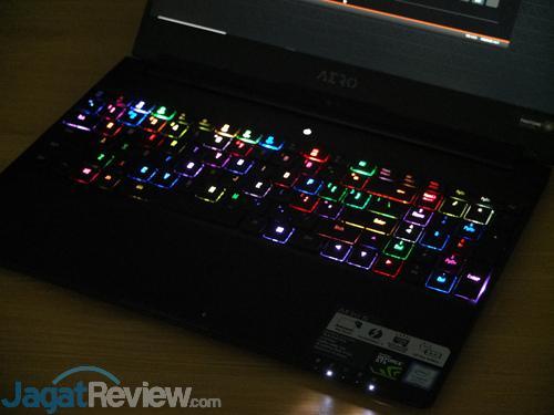 Gigabyte Aero 15X v8 Backlit 02