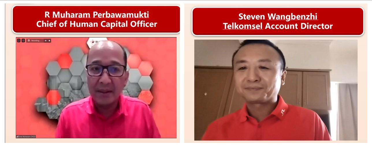 R. Muharam Perbawamukti Chief Human Capital Officer Telkomsel kiri dan Steven Wang Telkomsel Account Director Huawei Indonesia kanan